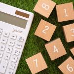 電卓と数字の積み木